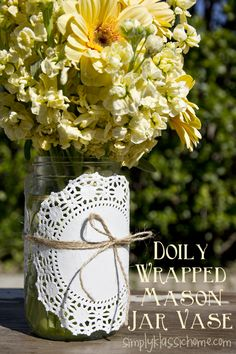 Simply Klassic Home: Doily Wrapped Mason Jar Spring Vase .have also seen with second smaller colored flower in the middle Doilies Crafts, Paper Doilies, Mason Jar Projects, Mason Jar Crafts, Diy Projects, Mason Jar Vases, Baby Shower, Diy Wedding Decorations, Fun Crafts