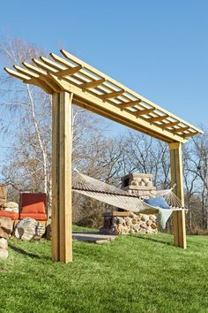 Double-feature Pergola woodworking plan. By day, an easy-swinging hammock holder. By night, a neighborhood theatre screen. #woodworkingplans