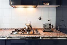 Pulire il top di marmo della cucina con prodotti naturali