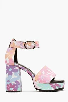 Flower Power Platform in Shoes at Nasty Gal Hippie Style, Hippie Boho, My Style, Bohemian, Cute Shoes, Me Too Shoes, 60s And 70s Fashion, Floral Fabric, Beautiful Shoes