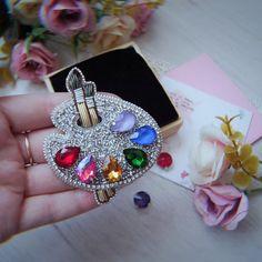 Нет описания фото. Beaded Jewelry Designs, Handmade Beaded Jewelry, Brooches Handmade, Handcrafted Jewelry, Bead Embroidery Tutorial, Bead Embroidery Jewelry, Beaded Embroidery, Beaded Crafts, Jewelry Crafts