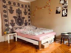 Schöne Einrichtungs Idee Fürs WG Zimmer Mit Cooler Wandgestaltung Und  Gemütlichem Bett. #