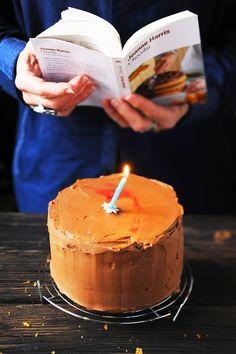 Dorian cuisine.com Mais pourquoi est-ce que je vous raconte ça... : Chocolat le roman de Joanne Harris et peut-être le plus diabolique des gâteau d'anniversaire au chocolat et à la framboise...