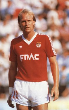 Mats Magnusson ,  Benfica (1987-1992). Good Soccer Players, Football Players, Fifa, My Dream Team, Sports Clubs, Football Soccer, Polo Ralph Lauren, Vintage, People