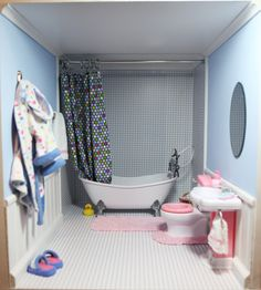 American Girl bathroom - love the shower! American Girl bathroom - love the shower! American Doll House, American Girl Doll Room, American Girl Furniture, American Girl Crafts, American Girl Clothes, American Girl Dollhouse, American Girls, Ag Doll House, Barbie House