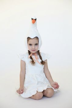 Lovely Swan Costume Hat #costume #swan #needtolearntosew