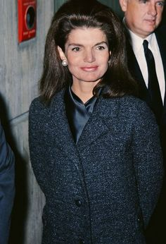 Nadire Atas on the First Lady of Style Jackie Kennedy Onassis I would do nearly anything to have Jackie back. She would have been over to my house five years ago. Estilo Jackie Kennedy, Les Kennedy, John Kennedy Jr, Jfk Jr, Jacqueline Kennedy Onassis, Southampton, Jackie Onasis, Jackie Oh, Jaqueline Kennedy