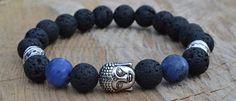 Buddha náramek z lávových korálků. Buddha nebo-li probuzený, osvícený … Náramek se stříbrným Buddhou, s černými lávovými korálky, stříbrnými mezidíly ladícími k Buddhovi a se dvěma temně modrými sodalitovými korálky. http://www.shopfido.cz/produkt/buddha-naramek-z-lavovych-koralku/