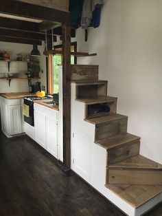 An owner-built tiny house on wheels built from mostly reclaimed materials in Bend, Oregon. Owned and shared by Hannah Tanler. More info. To Be Tanlers Tiny House. Best Tiny House, Tiny House Plans, Tiny House On Wheels, Tiny House Stairs, Tiny House Living, Tiny House Storage, Little Houses, Tiny Houses, Cob Houses