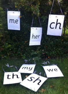 This is a clever way to reinforce phonics lessons while the weather is nice. Phonics Lessons, Jolly Phonics, Teaching Phonics, Phonics Activities, Language Activities, Learning Activities, Preschool Phonics, English Activities, Preschool Ideas