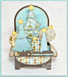 What a wonderful Christmas Tree Box Card from the CHRISTMAS BOX CARDS SVG KIT made by Lisa, so cute and I really like the color palette she chose!    There are 5  great cards in this kit along with different plain cards to design however you like!  Super!