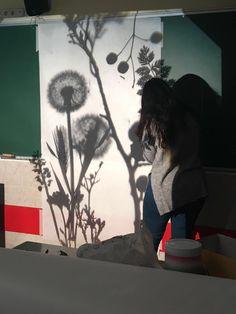 Comenzamos nuestra creación con el retroproyector Imagine Nation, Twig Christmas Tree, 7th Grade Art, Reggio Classroom, Puppets For Kids, Creative Area, Atelier D Art, Inspired Learning, Shadow Play