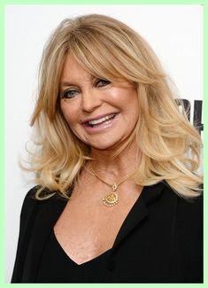 Goldie Hawn - The Prettiest Hairstyles For Older Women With Bangs - Photos #shoulderlengthhairwithbangs