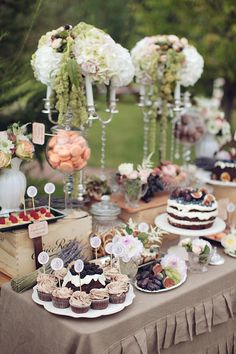 great textual detail in this dessert table setting. create interest with varying heights, colours and mixing of elements. it is so visually appealing.