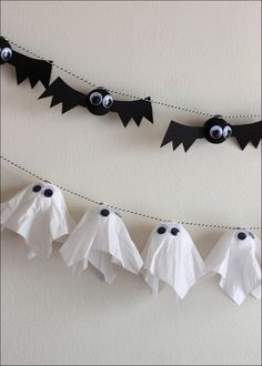 DIY Bat & Ghost Garlands. Cute decoration idea for the classroom and at home! #Halloween