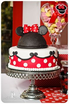 Minnie & Mickey Mouse birthday cake that would be a fun them for a little ones birthday Mickey Cakes, Mickey Mouse Cake, Minnie Mouse Cake, Pretty Cakes, Cute Cakes, Beautiful Cakes, Minnie Birthday, Birthday Parties, Birthday Cake