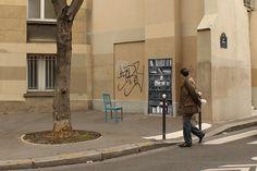 """Installation urbaine : """"Lis tes Classiques"""" est une expérience qui permet un accès physique à toute une collection numérique de livres libres de droits."""