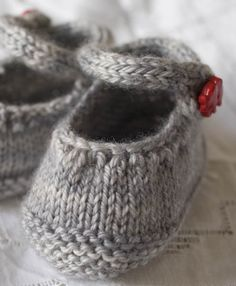FREE knit baby booties