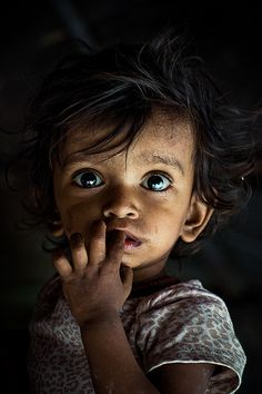Beautiful child In a state of shock !!! Chennai, India - Rakesh JV #poverty #eyes