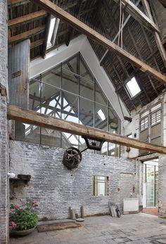 architecten de vylder vinck taillieu, Filip Dujardin · Tangram (How To Build A Shed With A Loft) Chalet Design, Loft Design, House Design, Interior Exterior, Home Interior Design, Interior Architecture, Barn Renovation, Modern Barn, Modern Farmhouse