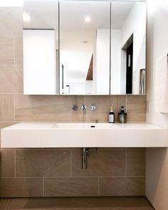 omamiさんはInstagramを利用しています:「二階の洗面スペース。 . サンワカンパニーのミラーボックスに、AICAのスタイリッシュカウンター、壁付け水栓。 . 壁とフロアを馬目地のタイル張りにして、ホテルライクにしてもらいました。 .…」 Fitted Bathroom, Building A Container Home, Washroom, Powder Room, Laundry Room, Home And Garden, Mirror, Interior, House