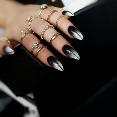 Punk Nails, Edgy Nails, Stylish Nails, Grunge Nails, Cute Halloween Nails, Halloween Nail Designs, Black Ombre Nails, White Ombre, Witch Nails