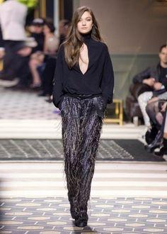 Dalla collezione autunno inverno 2013 2014 di abbigliamento H&M, pantaloni con frange.