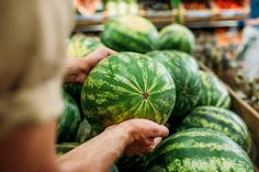 마트 직원이 알려준 누구나 '잘익은 수박 고르는 법' 5 Fruit For Diabetics, Diabetes, Watermelon, Cooking, Diabetic Friendly, Costco, Food, Nutrition, Weight Loss