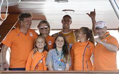 Los Reyes de Holanda y sus tres hijas arropan a sus olímpicos