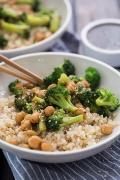Broccoli Chickpea Bowl with Homemade Teriyaki Sauce // naturallyella Vegetarian Broccoli Recipes, Autumn Recipes Vegetarian, Vegetarian Dinners, Vegetarian Protein, Salsa Teriyaki Casera, Sauce Teriyaki, Homemade Teriyaki Sauce, Entree Recipes, Asian Recipes