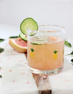 How to Make a Cucumber Salty Dog Cocktail #anthrofave pineapple glass