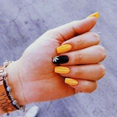Even the nails want to be cool. Haven't you started the nail art? If you haven't started yet, I have a lot of nail art to recommend to you. In the hot summer sun, colorful nails are very eye-catching. Summer Acrylic Nails, Best Acrylic Nails, Summer Nails, Sunflower Nails, Nagellack Design, Yellow Nails, Black Nails, Trim Nails, Clean Nails