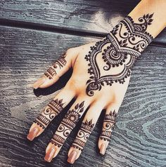 This neat handiwork. | 16 Pictures Of Super Neat Mehendi That Will Leave You Satisfied