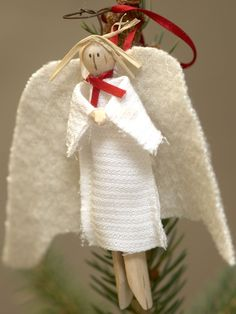 Crafting ideas with clothespins -christmas-wood-angel-white-cloth-robe Source by guidacavalhei Christmas Wood, Christmas Angels, Christmas Projects, Handmade Christmas, Christmas Ornaments, Christmas Ideas, Craft Instructions For Kids, Clothespin Dolls, Clothespin Crafts