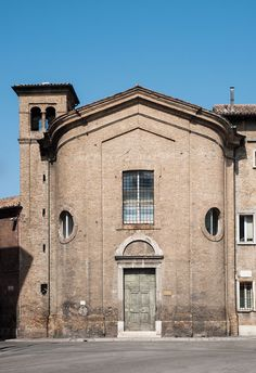 The convent of the Church of Santo Stefano degli Ulivi, actually headquarters of the municipal police in Piazza Mameli, welcomed Antonia, the poet's daughter.  Antonia took vows as a Dominican nun with the name Suor Beatrice. [ #ravenna #myRavenna #dante]