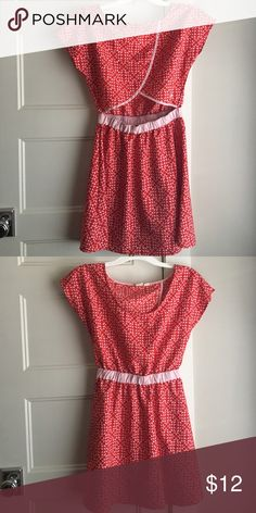 Red Roxy dress with Peekaboo back Red & pink Roxy dress with a triangular peekaboo back. Size M Roxy Dresses Midi
