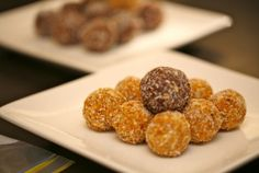 Love it** Apricot & Almond Balls **Tip: use half the honey** Light Recipes, Clean Recipes, Real Food Recipes, Yummy Food, Health Snacks, Health And Nutrition, Healthy Desserts, Healthy Recipes, Xmas Dinner