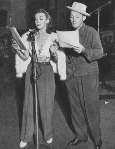 Carole Landis Bing Crosby Hollywood Fashion, 1940s Fashion, Classic Hollywood, Bing Crosby, Actrices Hollywood, Vintage Humor, Celebs, Celebrities, Classic Beauty