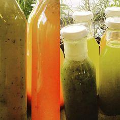 Aguas frescas: toronja con genjibre& chia. Agua de piña con hierbabuena. Agua apio con romero.#aguasnaturales #genjibre #aguasfrescas #aguaspreparadas #romero #apio #fresa #piña #podkfefrancais #podkfe #coloniajuarez #cdmx aguas ricas !!!!