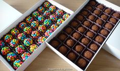 Boxing chocolates for gifting Chocolate Art, How To Make Chocolate, Chocolate Lovers, Chocolate Belga, Brownie Pizza, Candy Drinks, Cake Truffles, Juicy Fruit, Chocolate Packaging