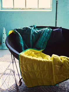 IKEA PS 2017 är för alla som vill gå sin egen väg. Femtio produkter för fritänkare. Det märks inte minst i färgvalet som designern Hanna Dalrot haft del i.