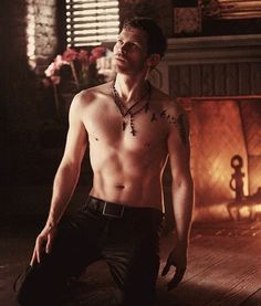 The Originals and The Vampire Diaries . Joseph Morgan as Klaus Mikaelson . Vampire Diaries The Originals, Serie Vampire Diaries, Klaus The Originals, Vampire Diaries Seasons, Joseph Morgan, Damon Salvatore, Delena, The Cw, Bad Boys