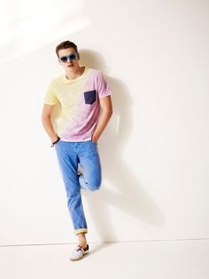 retro cuffed jeans pastel t-shirt printed pocket old school sneakers. this is a hipster doing it right
