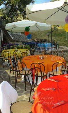 """Tavoli per una festa di compleanno a tema """"Arcobaleno"""""""