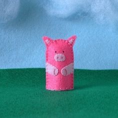 lovely felt finger puppets from cherylasmith on Etsy Felt Finger Puppets, Hand Puppets, This Little Piggy, Little Pigs, Mobiles, Finger Puppet Patterns, Puppets For Kids, Puppet Making, Camping Crafts