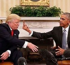 Photo shows 'Obama giving Donald Trump the finger at White House'