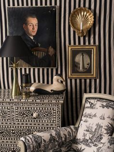 Different patterns all in black and white work well together (toile, stripes and bone inlay) mincluding the accessories - Anthony Baratta Decor, Black And White, Interior, Decor Design, Beautiful Interiors, Black And White Interior, Black And White Decor, Inspiration, Interior Design