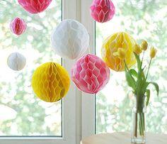 Wunderschöne Wabenbälle zum Selbermachen. Für den Kindergeburtstag, das Sommerfest oder die Gartenparty.  http://toywheel.com/de/wabenballe-selber-machen/