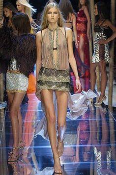 Dolce & Gabbana Spring 2005 Ready-to-Wear Fashion Show - Hana Soukupova