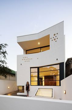 White Contemporary House Design in Australia - This white contemporary house was located in Victoria, Australia, designed by Nervegna Reed Architecture from Ph Architects. This house was designed with the combination between waving shape, rectangular Architecture Design, Residential Architecture, Amazing Architecture, Contemporary Architecture, Installation Architecture, Building Architecture, Design Architect, Architecture Portfolio, Contemporary Landscape